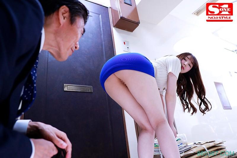 SSNI-895:邻居正妹新名あみん不穿内裤下半身全露,忍不住了!