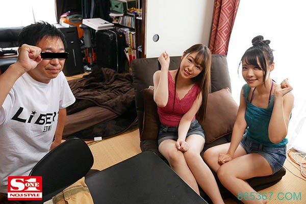 SSNI-946:最完美的3P,两个女优一起感谢你!打开门的你敢洩吗?