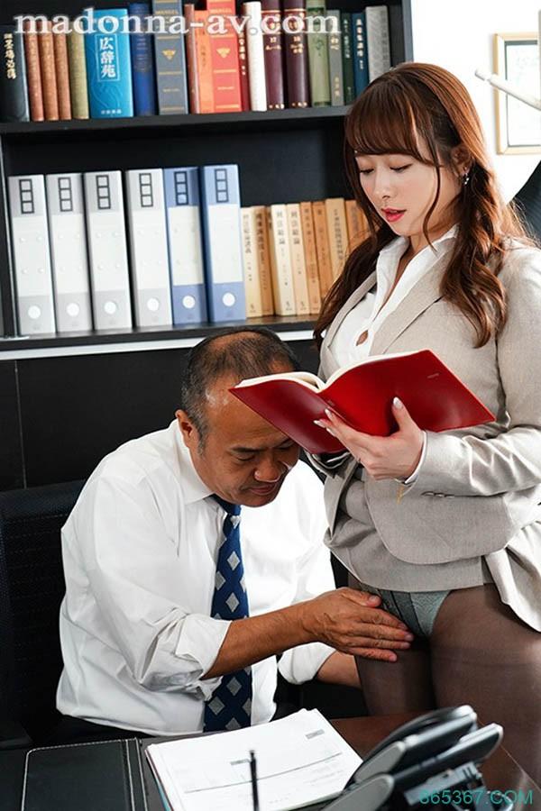 社长办公室的中出!巨乳人妻秘书「白石茉莉奈」身体支援老板,每天都要Morning Blow!