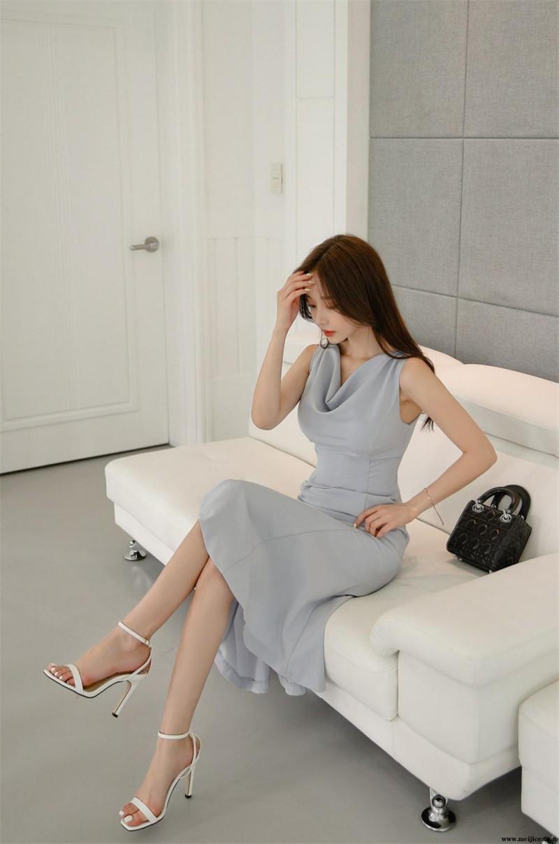孙允珠丨珐琅瓷青灰蓝调色褶领及膝裙