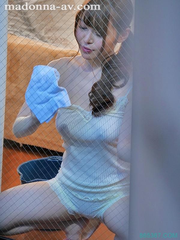 JUL-153:巨乳人妻今井妃茉莉奶贴玻璃发浪偷情 。