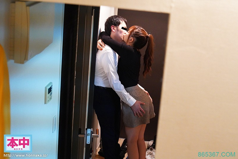 HND-939:「美谷朱里」随机搭讪上班族同居开启新婚夫妻的模式!