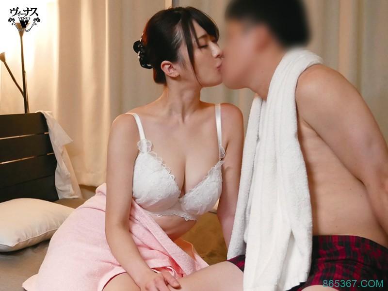 VEC-464:G奶人妻「辻井ほのか(辻井穗香)」伸出超长「神の舌」舔自己奶、帮同事口交,还让同事中出自己