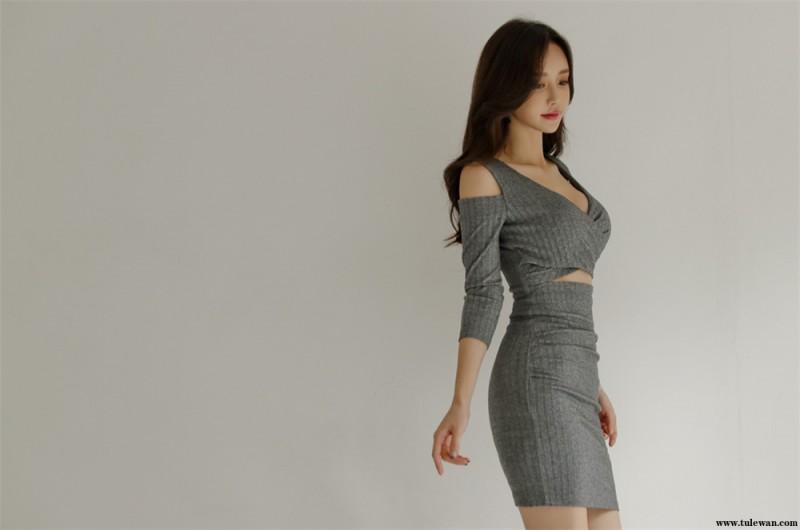 孙允珠丨灰裸色清冷螺纹斜交叉包臀裙