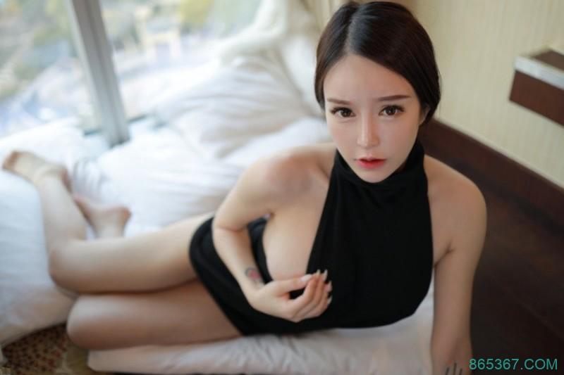 白皙巨乳性感熟女少妇玉兔miki酥胸半露诱惑让你欲火难耐