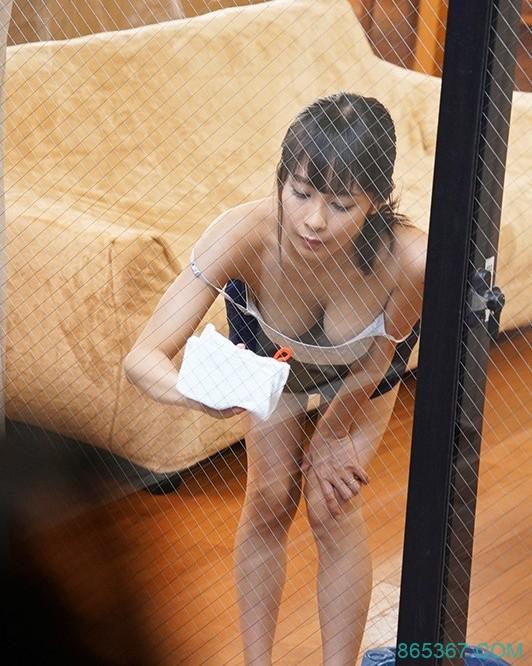 "JUL-089: 丰满嫩妻""逢见リカ""在窗前搔首弄姿勾引对面学长情不自禁的搞在了一起!"