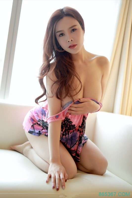 MFstar(模范学院)丰腴有致的巨乳熟妇,胡润曦脱衣露奶眼神勾人!