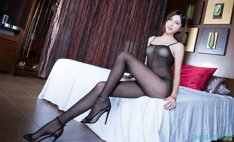黑丝长腿少妇透视泳装诱惑图