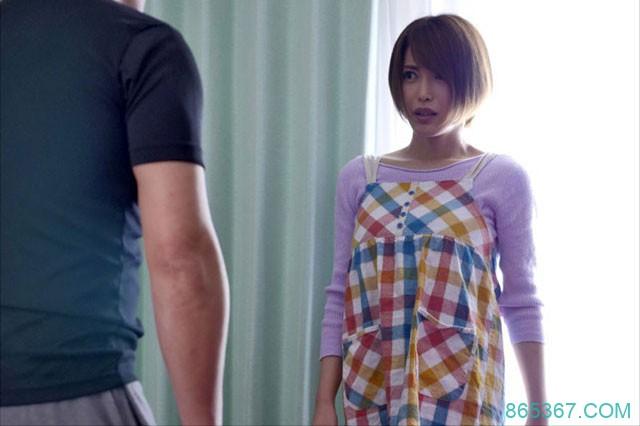 "GNAX-001 :清秀人妻""君岛美绪""被猎艳大叔尾随,不顾反抗享受成熟的胴体。"