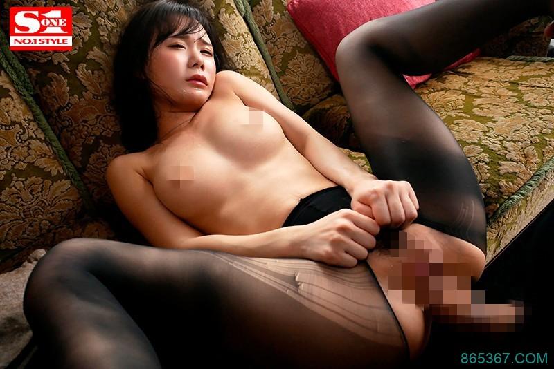 """SSNI-795:性爱天才""""坂道美琉""""本能裸露疯狂分泌淫水,体验喷射潮吹。"""