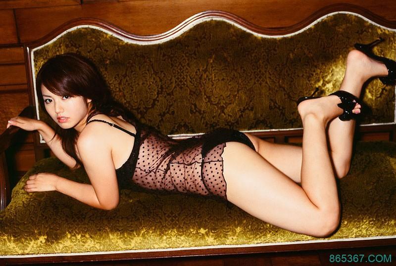 日本性感女优透视装翘臀诱惑大胆写真