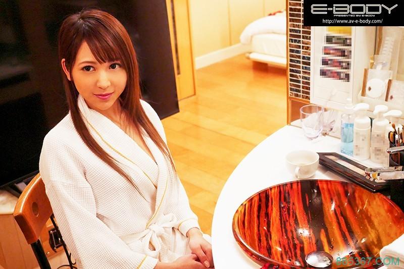 "EBOD-736:时尚大奶模特""叶优莉亚""良家出身E-BODY专属AV出道!"