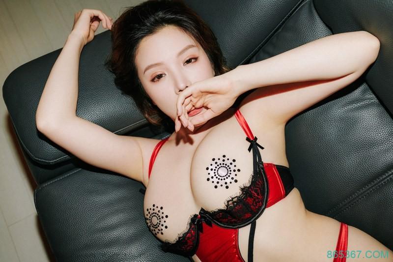 白皙美女蕾丝透明情趣内衣露毛,朦胧妩媚性感诱惑私房写真