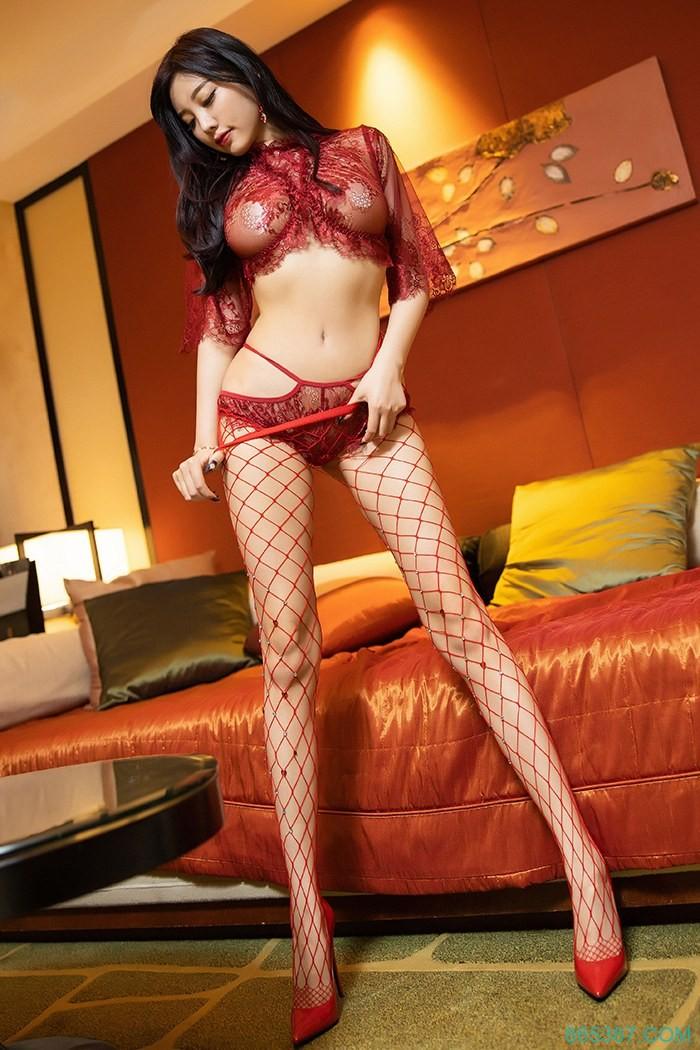 火辣野性少妇透明蕾丝内衣私处若隐若现,黑丝网袜高跟美腿性感巨乳自摸浴室诱惑写真