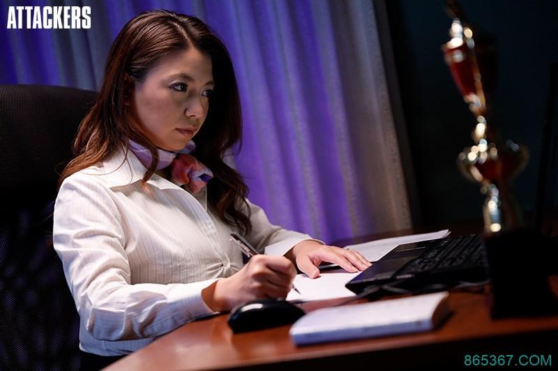 ATID-340:美女作家【织田真子 】在书桌上忍不住就自慰了起来!