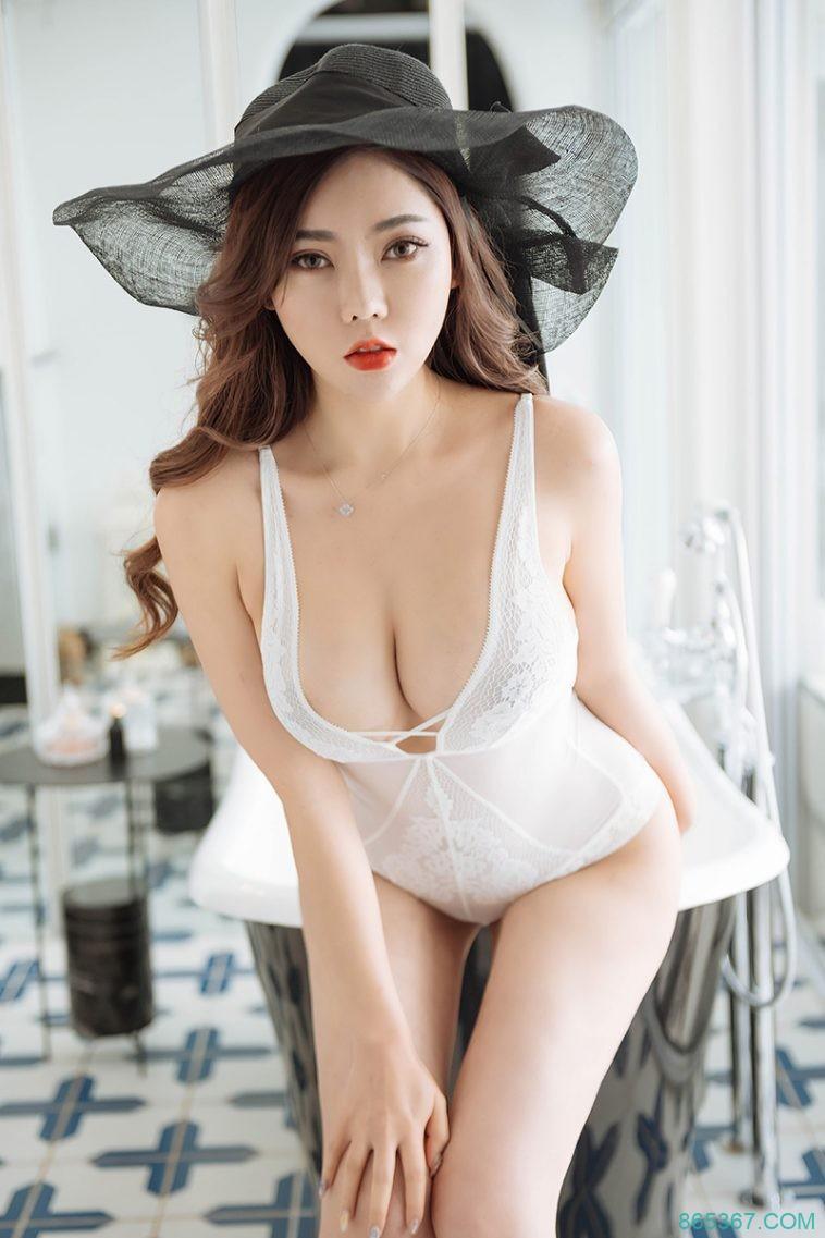 性感尤物蕾丝内衣诱惑无限,黑丝OL制服诱惑大尺度写真