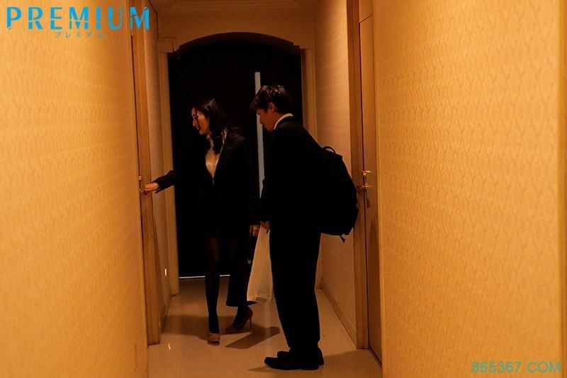 "PRED-293 :与心仪的巨乳女同事""Julia""夜宿爱情旅馆不戴套啪啪到天亮!"