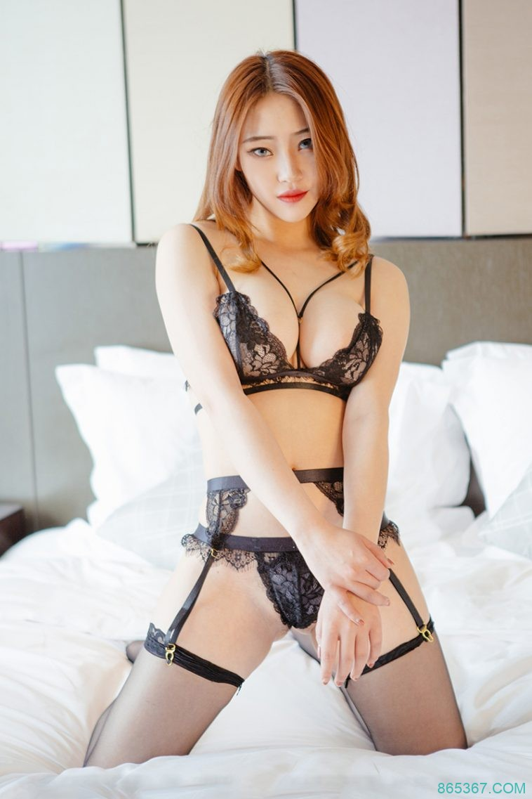 巨乳尤物黑色蕾丝内衣诱惑无限,大尺度全裸性感私房写真